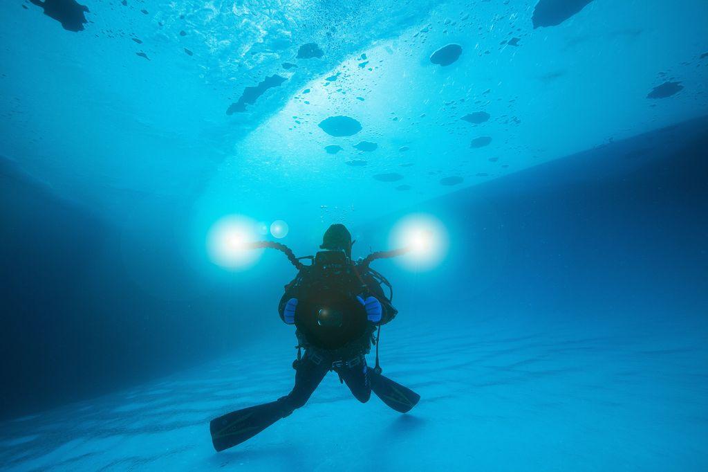Voyage de plongée sous la banquise